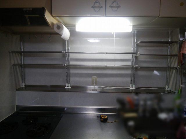 キッチン前面をめいいっぱい棚に使える