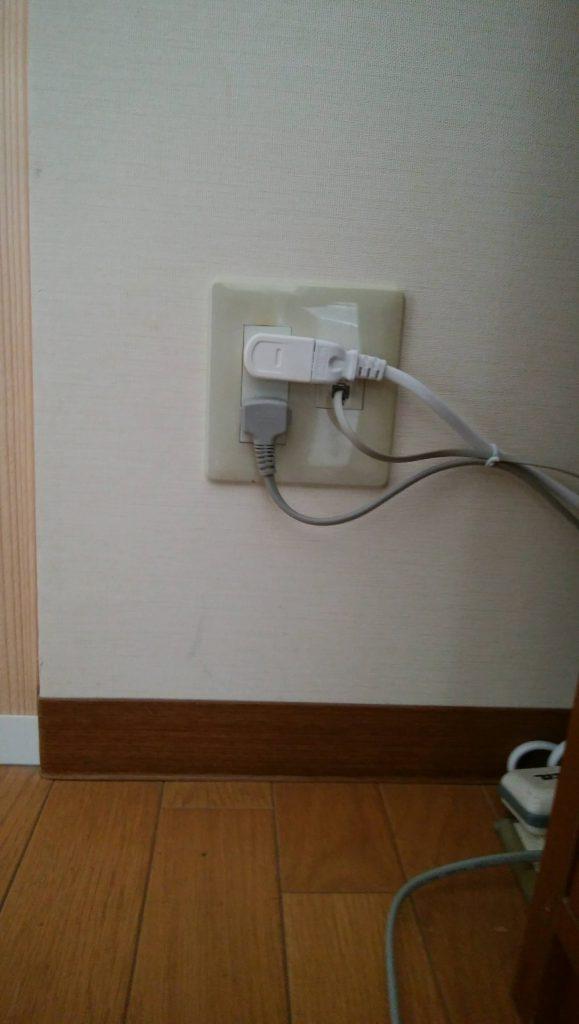頭隠さず尻隠さず、みたいに隠した電線が見えてしまっている