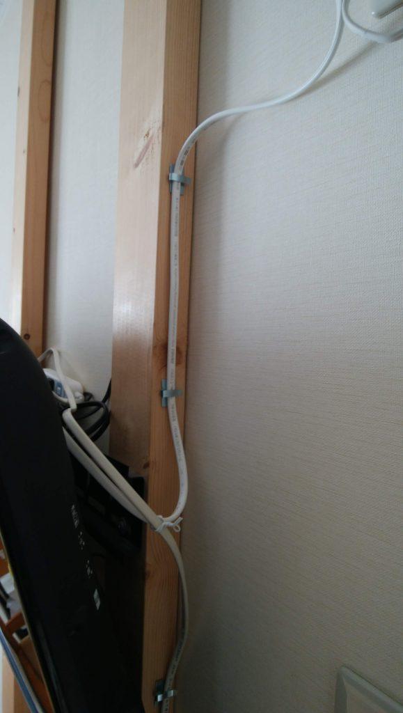 簡易コンセントの電源は、テレビ用のタップ経由で